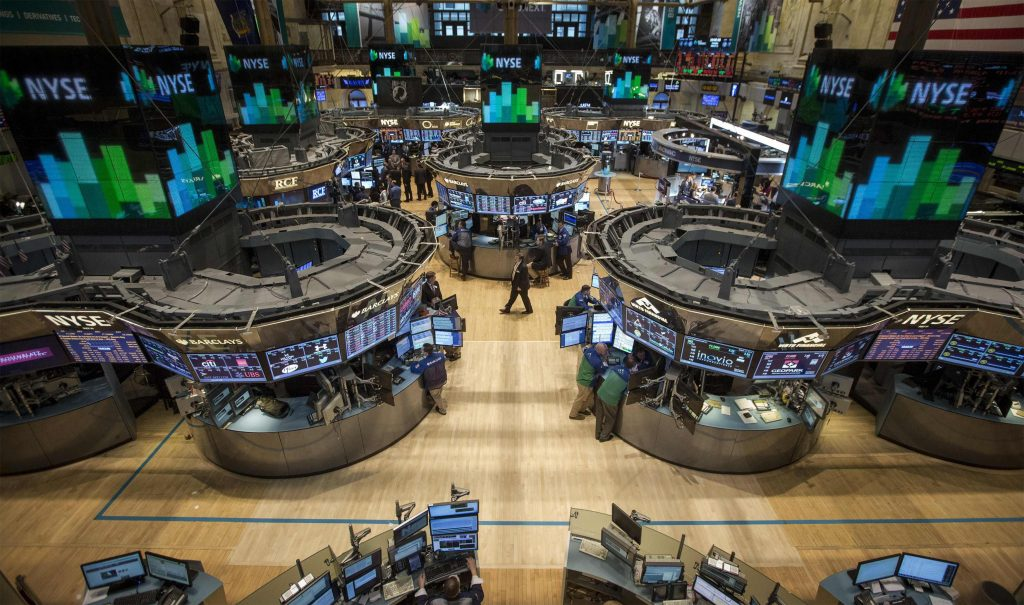 Traders work on the floor of the New York Stock Exchange March 11, 2014. REUTERS/Brendan McDermid (UNITED STATES - Tags: BUSINESS)